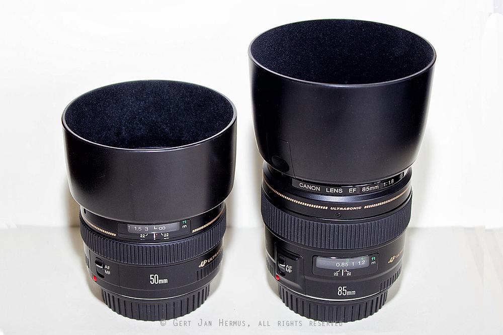 Canon EF-50mm f/1.4 USM en Canon EF-85mm f/1.8 USM met zonnekap.