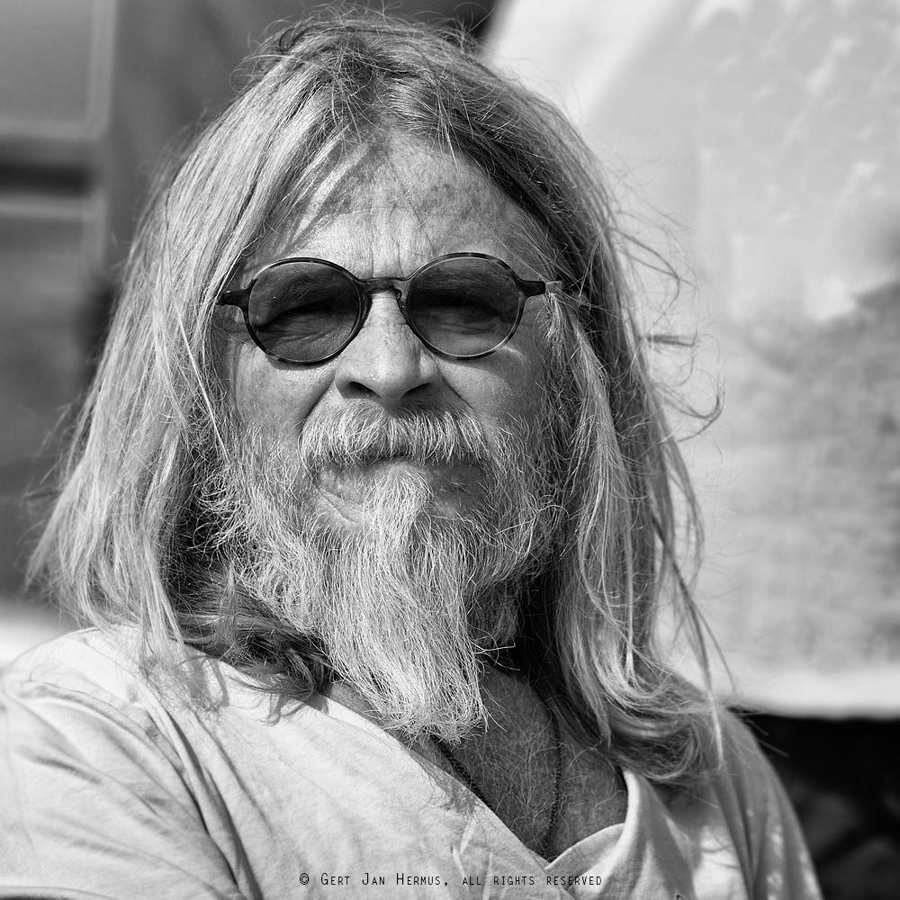 Straatportret man met baard