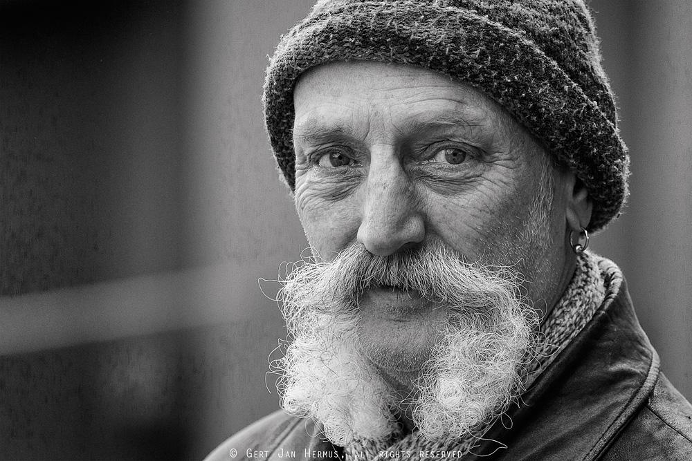 Straatportret-man-in-Sneek