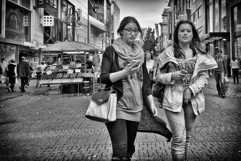 Straatfotografie Vrouwen met telefoon