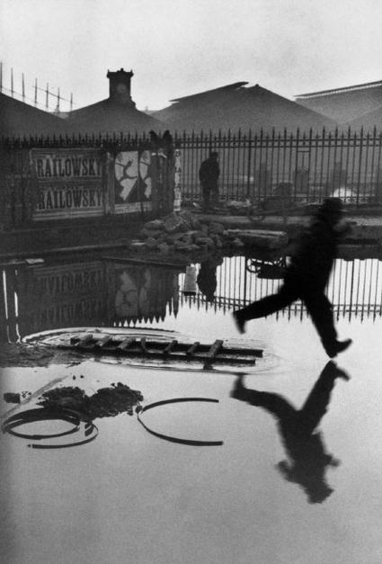 Henri Cartier Bresson sprong over plas