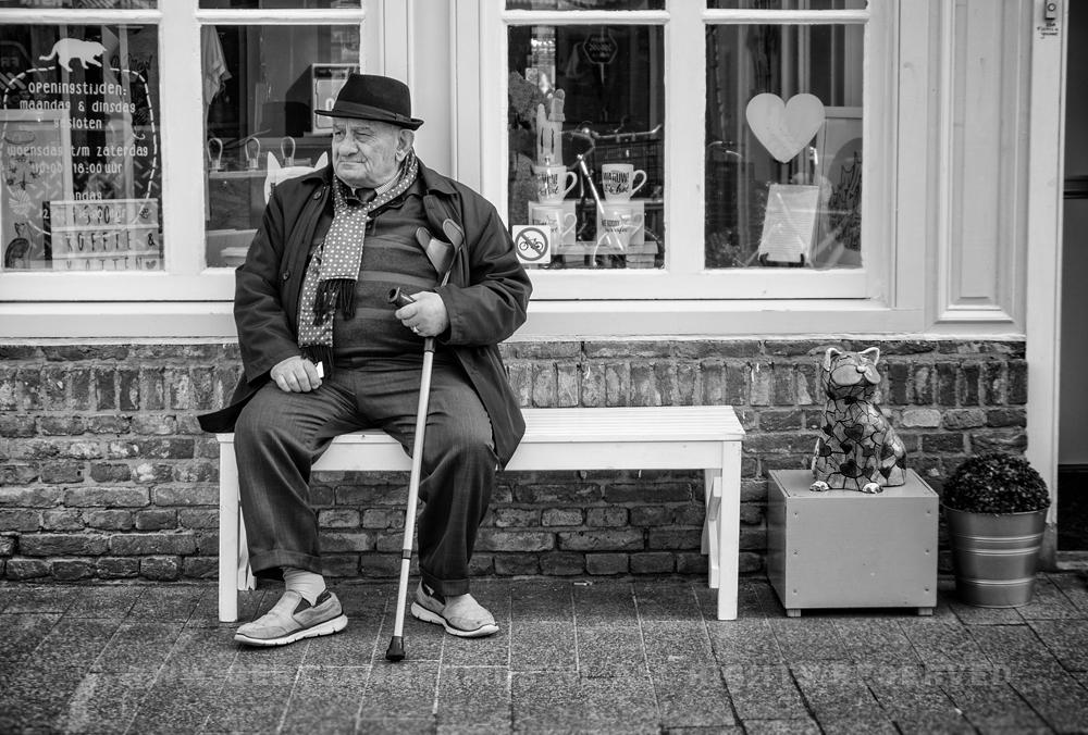 Straatfotografie oude man met hoed