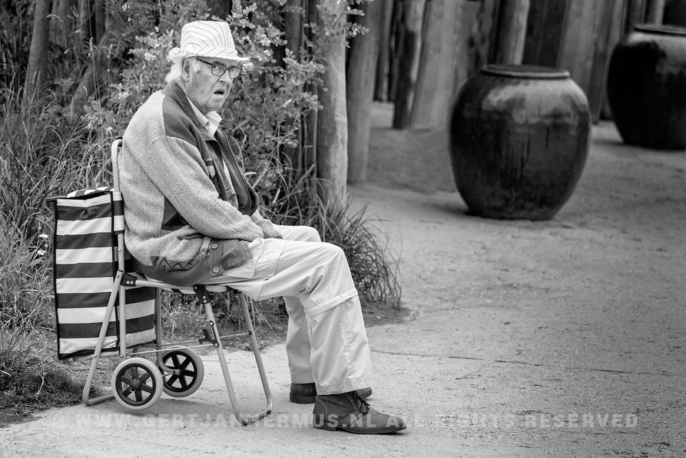 straatfotografie man met hoedje